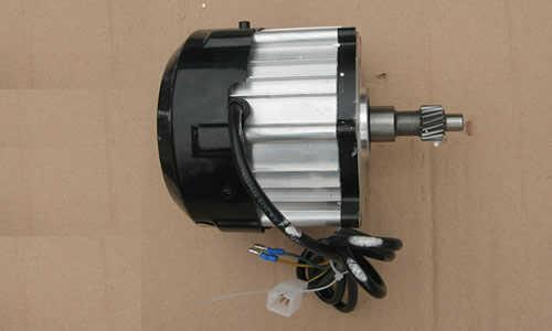 电动三轮车850w电机,1200w控制器,能装60v180a水电池吗